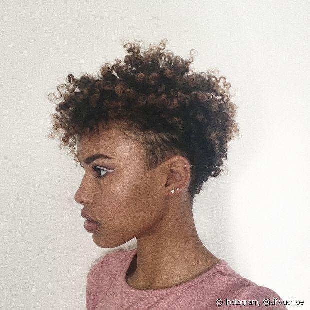Aposte em cortes estilosos como o tapered hair, com as laterais mais baixinhas e volume no topo da cabeça