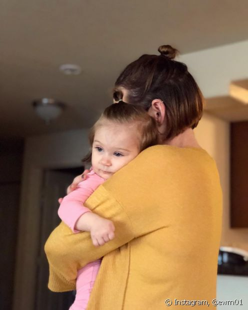 O penteado semipreso com coque pode ser feito em crianças de todas as idades e funciona para todos os tipos e tamanhos de cabelo