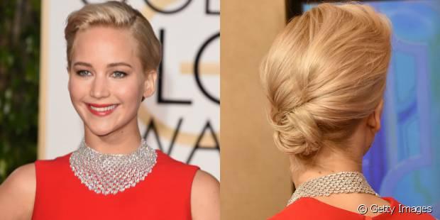 Jennifer Lawrence conseguiu criar um coque baixo torcendo as mechas e prendendo-as grampos