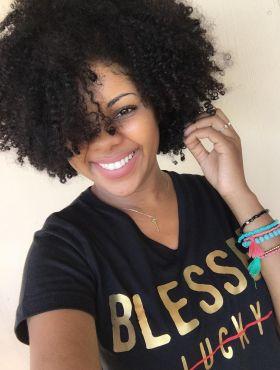 Quem tem cabelo cacheado pode cortar curto? Inspire-se nas dicas para escolher o seu modelo favorito!