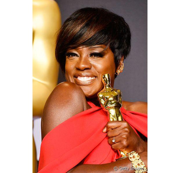A talentosa atriz e vencedora do Oscar Viola Davis gosta de variar o look e já alisou o cabelo