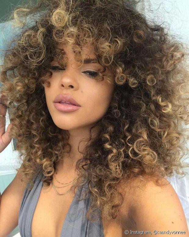 O shampoo roxo foi criado para proteger os cabelos brancos do sol, mas só use se os seus fios estiverem amarelados