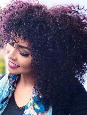 Blogueira Nana Freitas muda o visual e pinta o cabelo com 656 Vinho Marsala, de Brilho&Ton