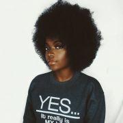 Penteados para cabelos crespos: black power, coque, half bun e falso sidecut... 4 estilos para você escolher!
