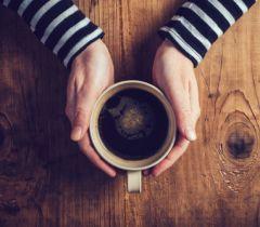 O café com óleo de coco é uma bebida poderosa, cheia de benefícios