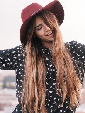 Corte reto para cabelos longos: saiba como adotar o estilo sem pesar o visual