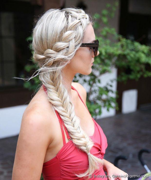 Os penteados ajudam a variar o visual dos cabelos longos e retos