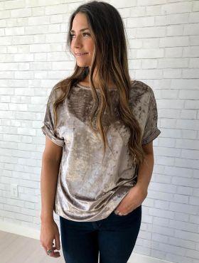 Camisa de veludo: dicas de como usar a peça + 10 fotos de looks para se inspirar!