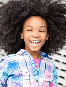 Cabelo black infantil: como arrumar os fios crespos dos seus filhos