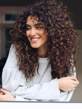 4 cortes para cabelos cacheados: veja fotos de estilos como joãozinho, em camadas, tapered hair e long bob