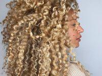 Loira iluminada: como clarear levemente o cabelo e conseguir um aspecto natural