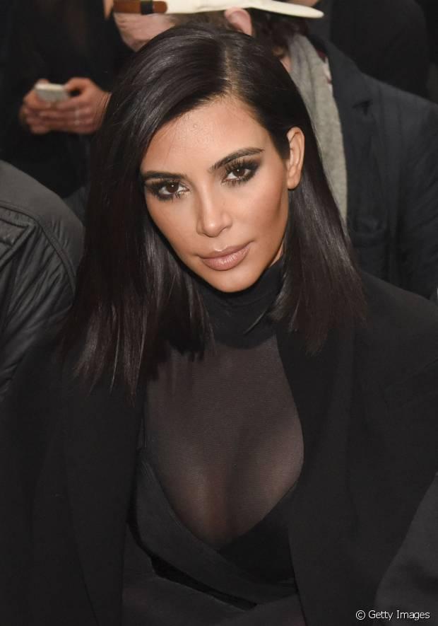 Kim Kardashian é uma das adeptas do long bob que fazem o maior sucesso com o comprimento