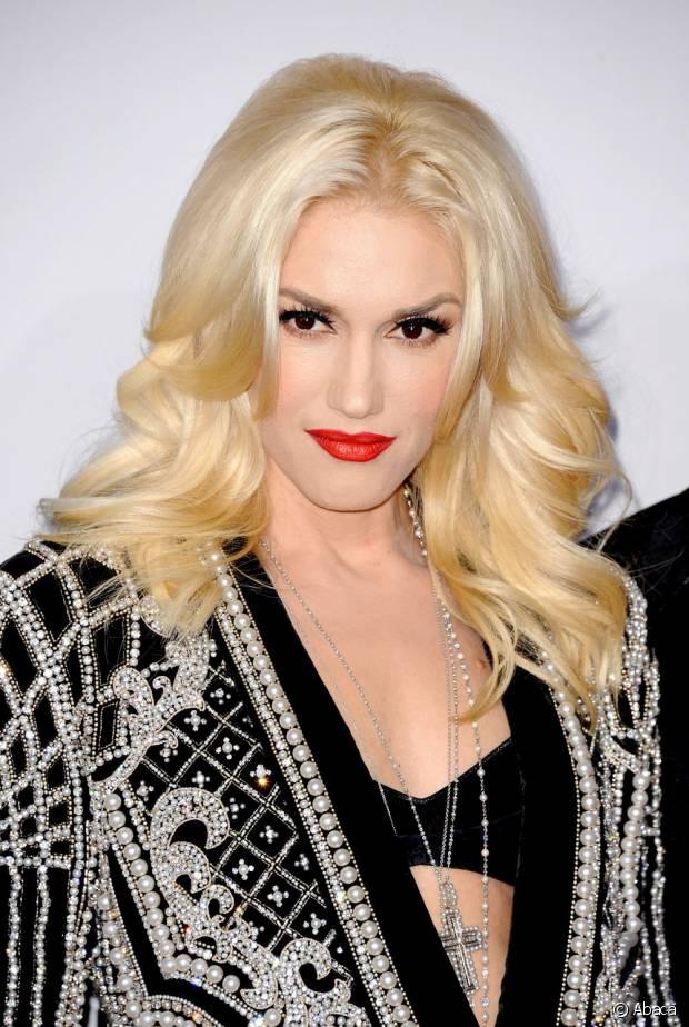 Gwen Stefani já apostava nos fios platinados antes mesmo de ser tendência. Ela arrasa!