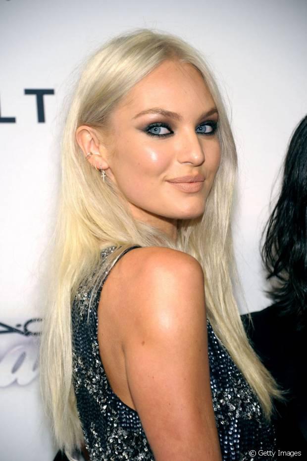 Candice Swanepoel também é uma das divas que platinou o cabelo
