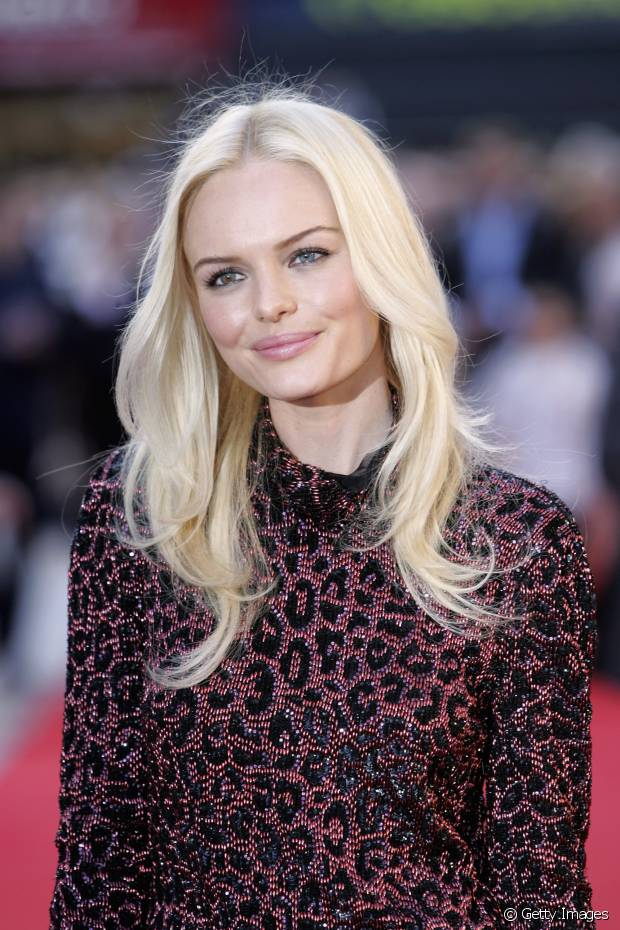 Kate Bosworth usa os fios claríssimos com o corte long bob