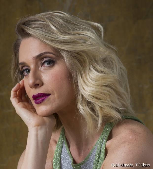 Leticia Spiller teve que mudar suas madeixas para encarnar a vedete Lola Gardel na novela 'Joia Rara'