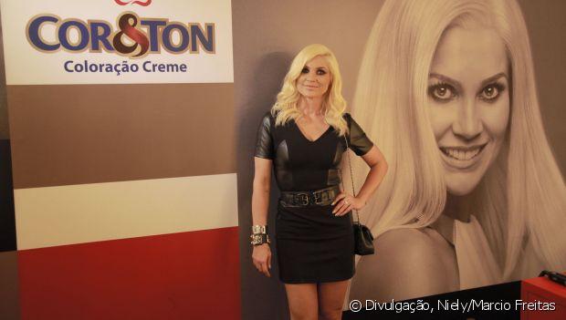 Flávia Alessandra contou ter feito algumas mudanças no guarda-roupa: 'Ainda não consigo me ver com roupas estampadas. Estou preferindo cores neutras, porque o cabelo já vem com muita presença'