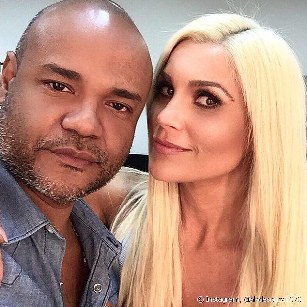 Flávia Alessandra posa com Alê de Souza, Expert de Beleza Niely