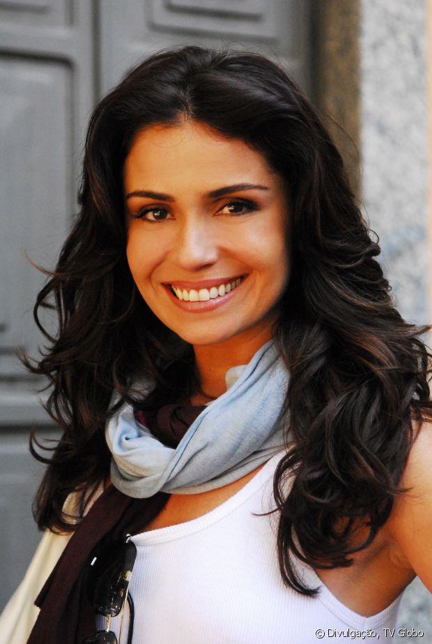 Cabelos volumosos sempre foram a marca registrada de Giovanna Antonelli. Em 'Três Irmãs' (2009), a atriz arrasou com madeixas encorpada no tom castanho escuro