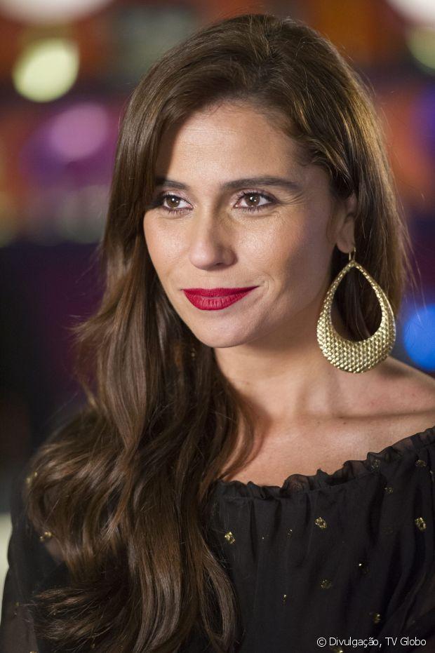 Giovanna Antonelli deixou a franja crescer ao longo da novela 'Em Família' (2014) e começou a usá-la de lado