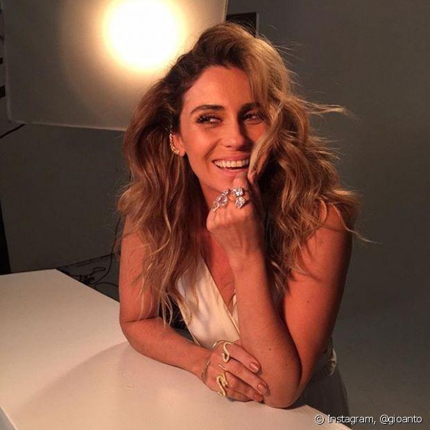Giovanna Antonelli gosta de repartir o cabelo para o lado, deixando o visual ainda mais poderoso