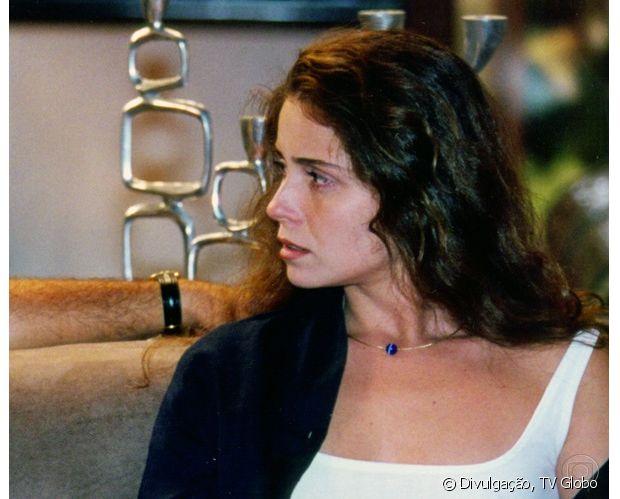 Giovanna Antonelli participou do programa'Você Decide' com os cabelos ondulados