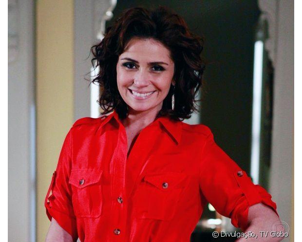 Giovanna Antonelli já investiu no bob hair com os cabelos cacheados em 'Aquele Beijo' (2011)