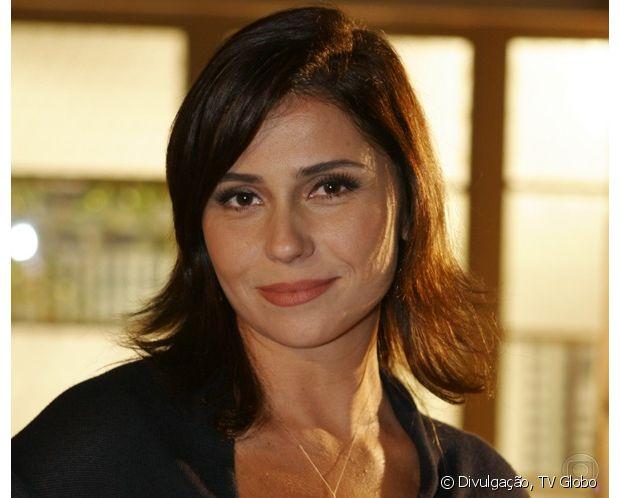 Giovanna Antonelli usou um franjão lateral e um corte médio para a série 'Casos e Acasos' (2008)