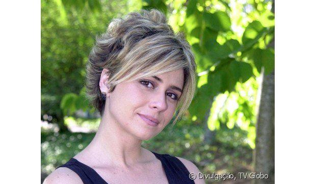 E o corte pixie com franjão repartido no meio de Giovanna Antonelli na noveal 'Da Cor do Pecado' (2004)? Você curte o estilo?