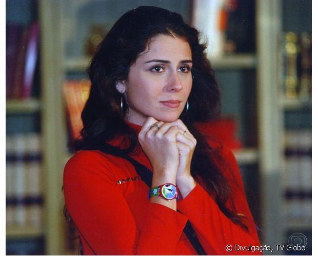 Giovanna Antonelli fez sucesso com longos cabelos ondulados como Capitu, na novela 'Laços de Família' (2000)