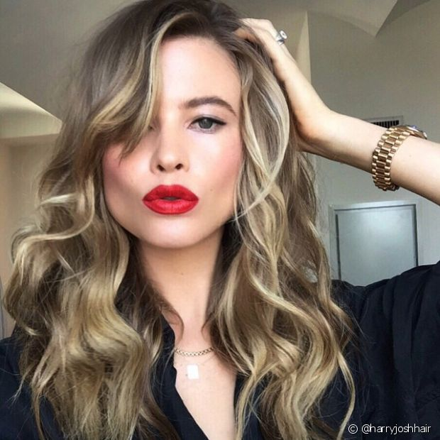 Se você deseja ser loira, morena ou ruiva, saiba que toda coloração deve ser testada em uma pequena mecha antes de aplicar em todo o cabelo