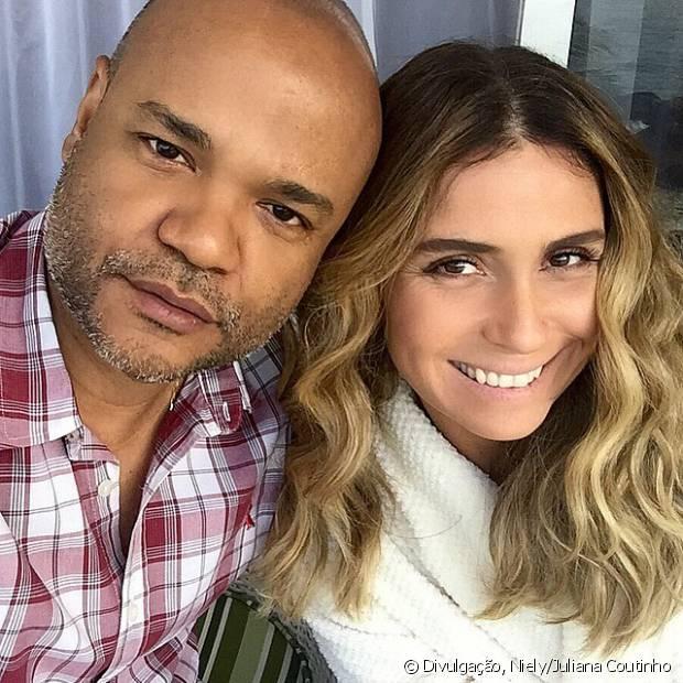 O beauty artista Alê de Souza é o responsável pelo look capilar de Atena em 'A Regra do Jogo'