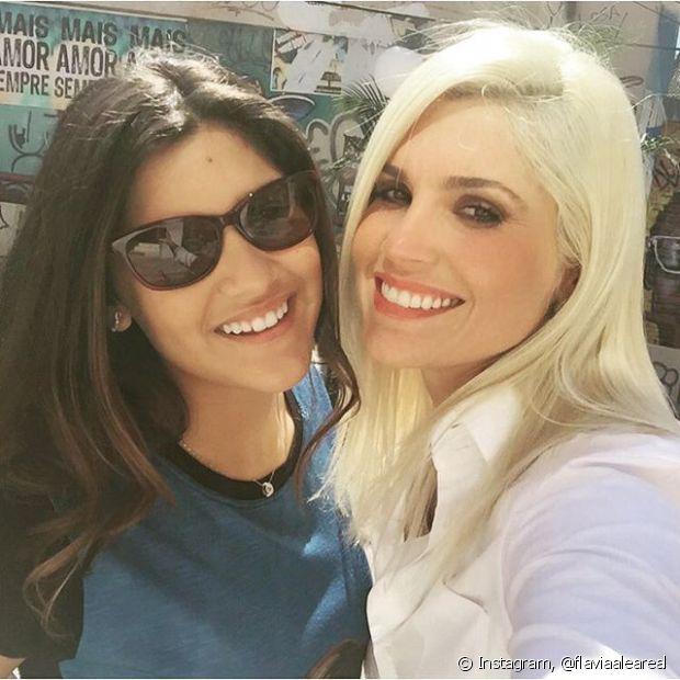 Flávia Alessandra já tinha cabelos loiros e agora está platinadíssima!
