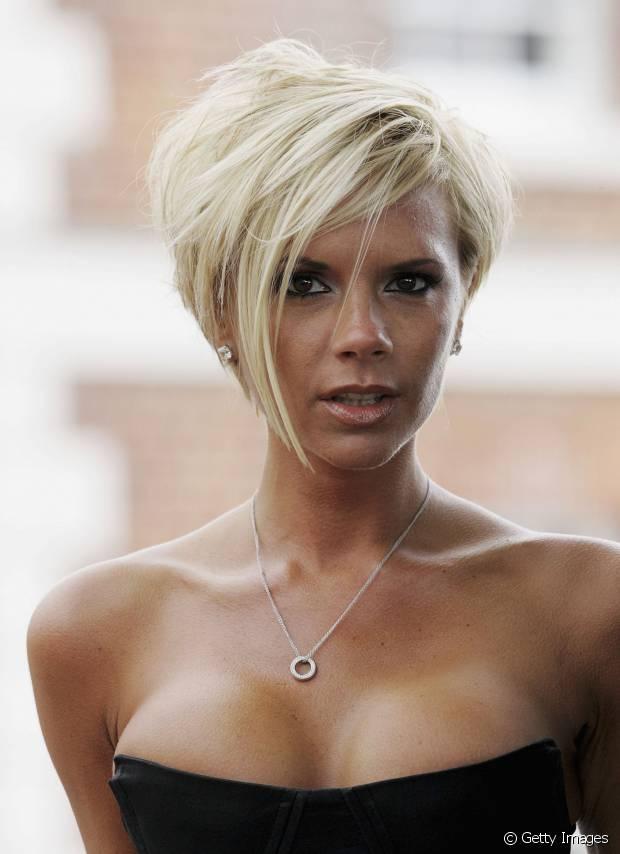 A ex-Spice Girls Victoria Beckham também já teve cabelos cabelos platinados e curtinhos