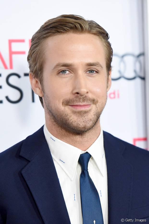 Ryan Gosling é adepto da franja longa penteada para o lado