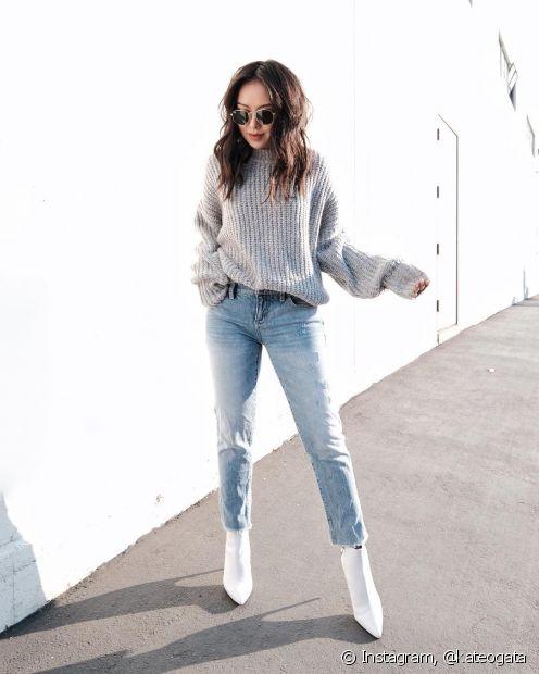 A bota branca é um sapato que gera polêmica, mas dá, sim, para incorporá-lo no dia a dia sem deixar o look caricato
