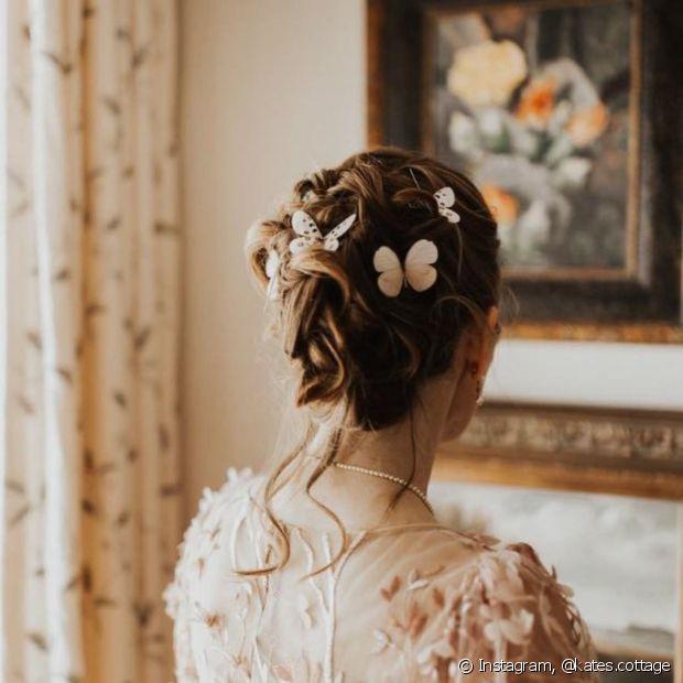 As presilhas de borboleta ficam incríveis nos penteados das noivas e trazem um ar romântico ao casamento