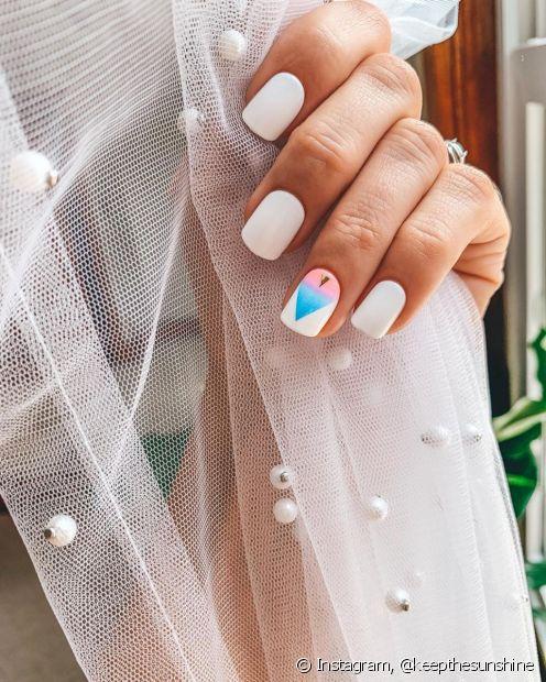 Com as unhas autocolantes você aproveita a praticidade de escolher um estilo pronto para a aplicação (Foto: Instagram @keepthesunshine)
