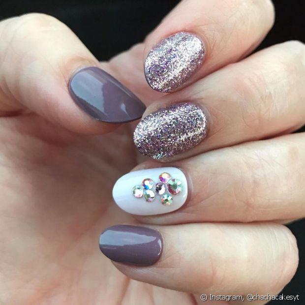 É possível misturar estilos e montar sua nail art preferida em segundos! (Foto: Instagram @chachacakesyt)