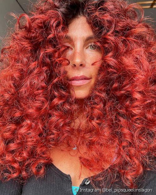 Saiba tudo sobre os tons de cabelo vermelho! (Foto: Instagram @bel_pipsqueekinsaigon)