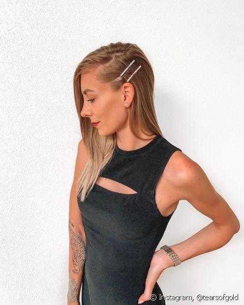 Evite aplicar o creme de pentear perto da raiz do cabelo para evitar a oleosidade (Instagram: @tearsofgold)