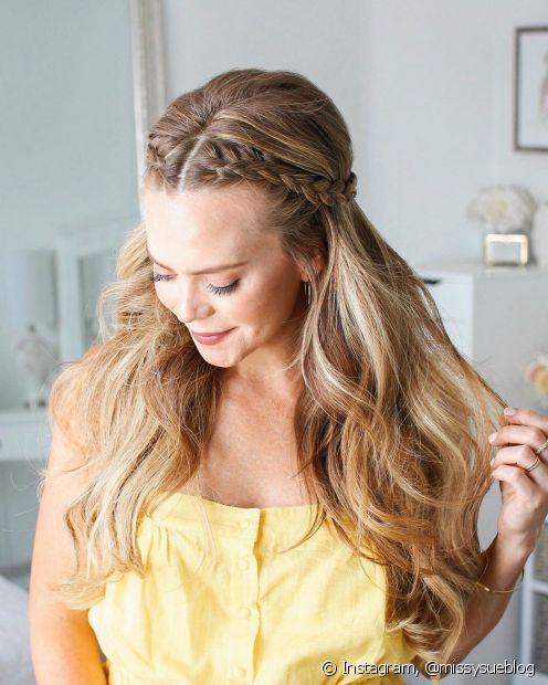 Penteados simples também têm seu charme e dão um ar romântico ao look (Foto: Instagram, @missysueblog)