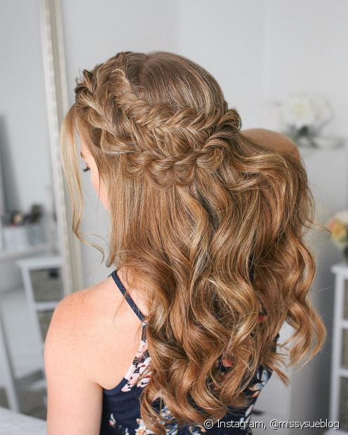 Penteados presos em cascata trazem um ar mais sofisticado para as noivas (Foto: Instagram, @missysueblog)