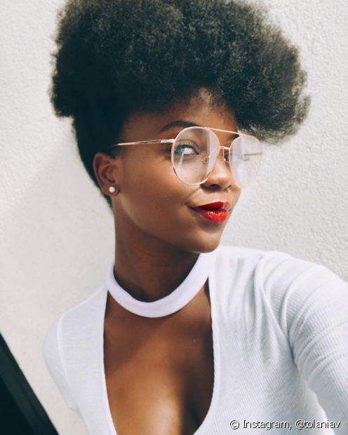 O penteado para o ano novo que imita cortes de cabelo é a escolha perfeita para quem amam ousar (Foto: instagram, @tolaniav)