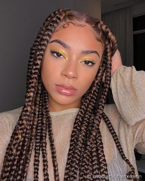Para manter as box braids bonitas e o cabelo saudável, proteja as tranças durante a noite (Foto: @jasmeannnn)