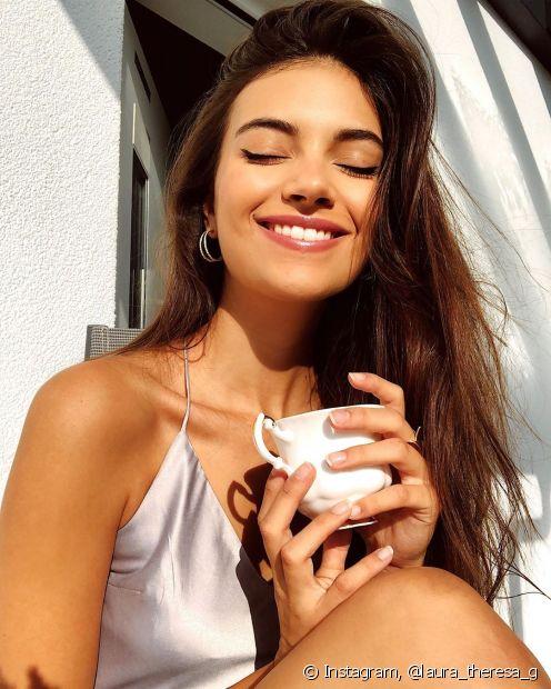 A hidratação de café tem benefícios para todos os tipos de cabelos: confira mais sobre o tratamento aqui (Foto: Instagram @laura_theresa_g)
