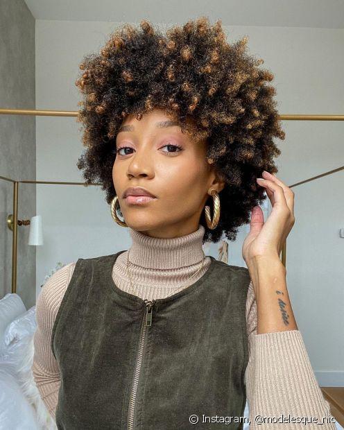 Gelatinas e leave-ins são grandes aliados na finalização do corte de cabelo curto cacheado ou crespo