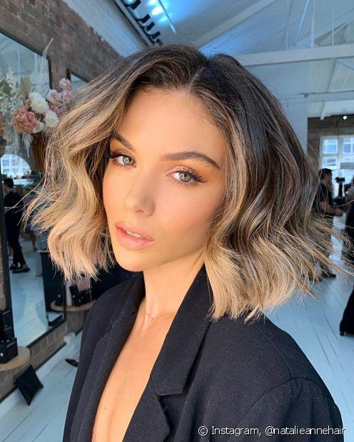 Os tons de loiro claro são perfeitos para aplicar a técnica morena iluminada em cabelos curtos. (Foto: Instagram @natalieannehair)