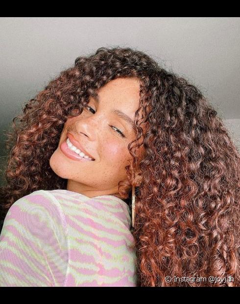 Na cor de cabelo marrom acobreado, você pode optar por uma coloração global ou investir em técncias como luzes e ombré hair (Foto: Instagram @joyjah)