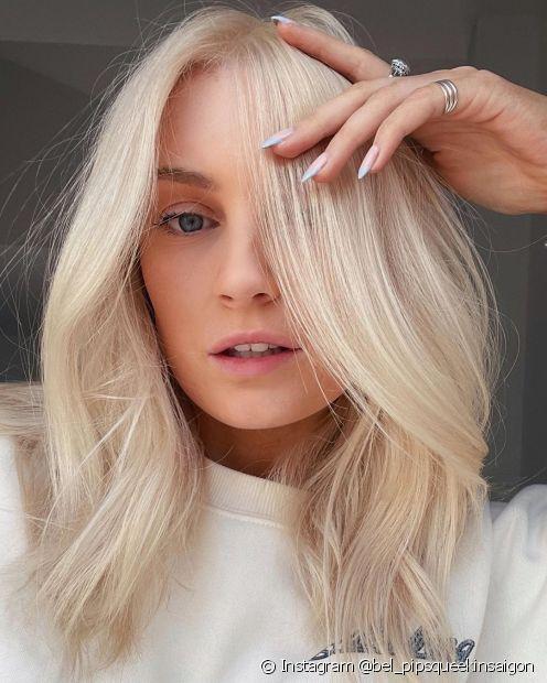 É necessário fazer uma descoloração intensa para conquistar o cabelo platinado (Foto: Instagram @bel_pipsqueekinsaigon)